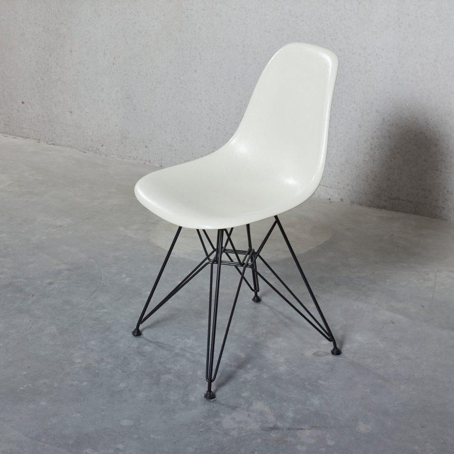 DSR Fiberglass Chair | Vitra